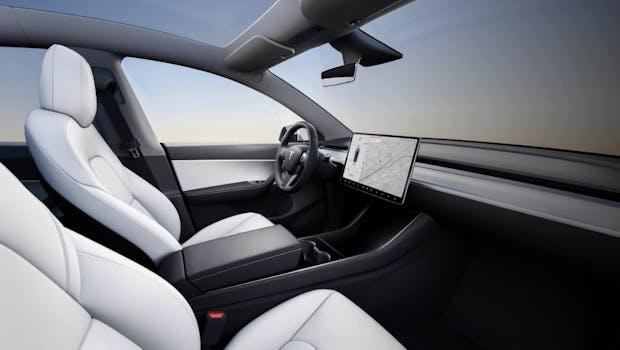 Tesla Model Y mit weißem Interieur. (Bild: Tesla)