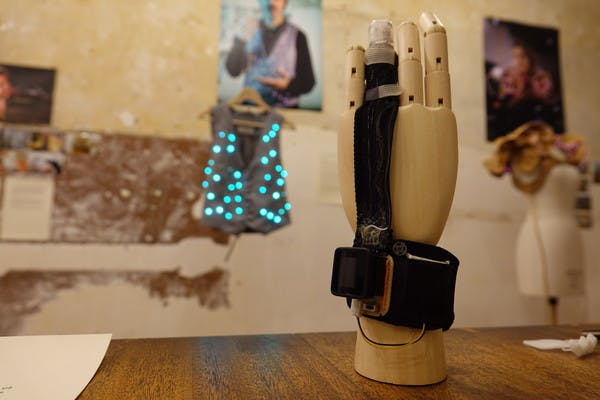 Forscher wollen Hemdsärmel so klug machen wie ein Smartphone