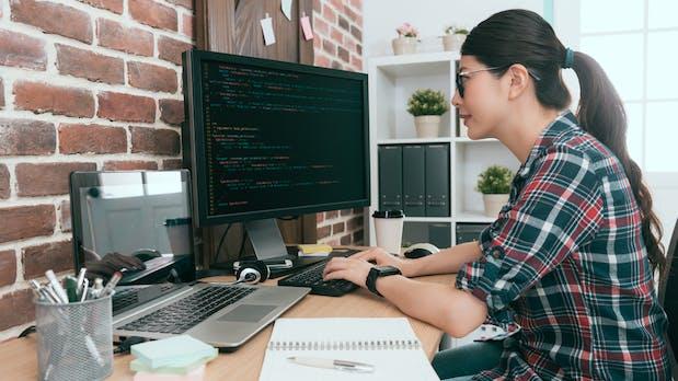 Women in Tech: So überzeugen Firmen weibliche Talente von sich
