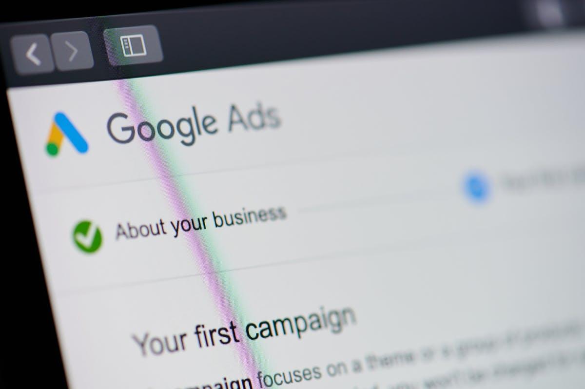 Google löscht täglich sechs Millionen betrügerische Anzeigen