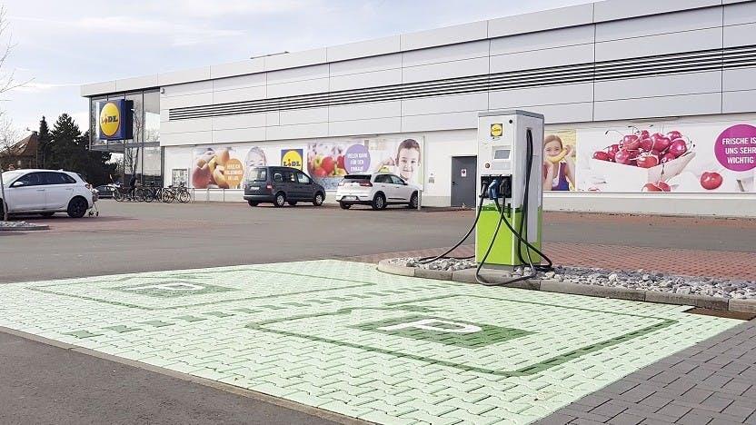 Elektromobilität: Lidl will Netz mit 400 Ladesäulen aufbauen