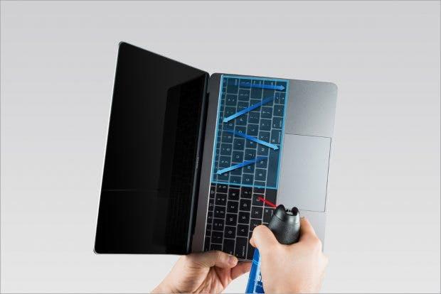 Apple zeigt, wie sich das Keyboard reinigen lässt. (Foto: Apple)