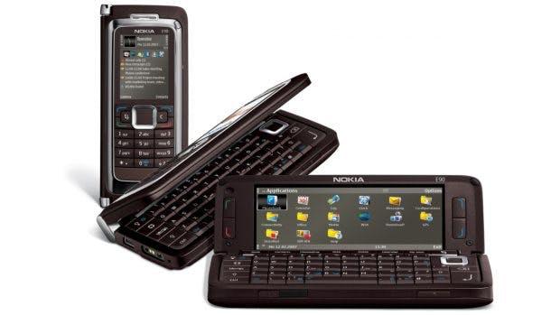 """Auch ein """"Foldable"""": Der Nokia Communicator E90 ist 2007 . (Bild: Nokia)"""
