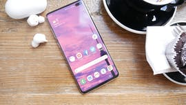 Samsung Galaxy S10 Plus mit Galaxy Buds. (Foto: t3n)