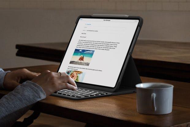 Die Tastatur aktiviert sich automatisch, wenn das iPad in Schreibposition ist und bringt Hintergrundbeleuchtung mit. (Foto: Logitech)