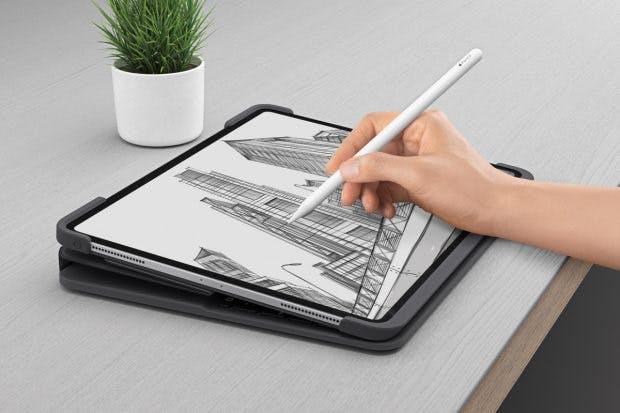 Das Smart Folio Pro von Logitech kommt auch mit einer Position zur Nutzung des Apple Pencil. (Foto: Logitech)