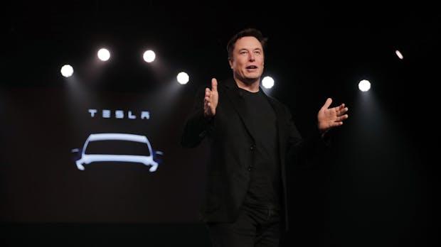 Tesla-Chef Elon Musk verspricht E-Autos mit 650 Kilometern Reichweite