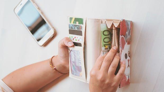 Schufa-Umfrage: Jugendliche bevorzugen Barzahlungen
