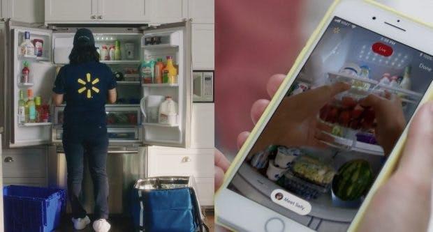 Kunden beobachten Walmart-Lieferantin beim Auffüllen des Kühlschranks