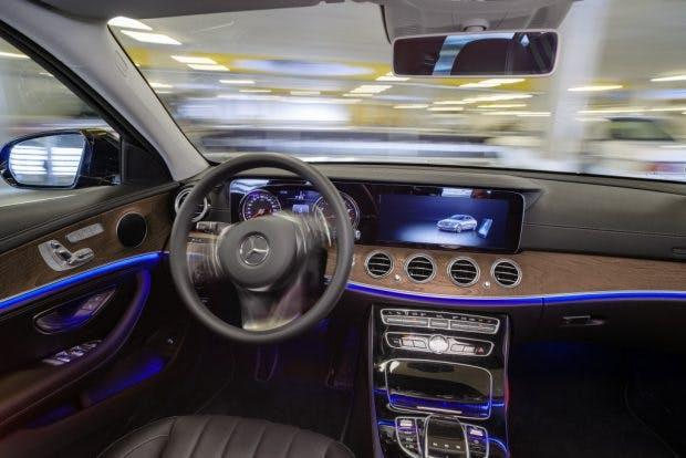 Bosch und Daimler zeigen fahrerloses Parken