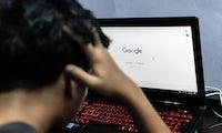 Der Google-Algorithmus ist frauenfeindlich und die deutsche Sprache hat daran Schuld