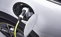 Bundesregierung will Aufbau von Ladesäulen für E-Autos beschleunigen