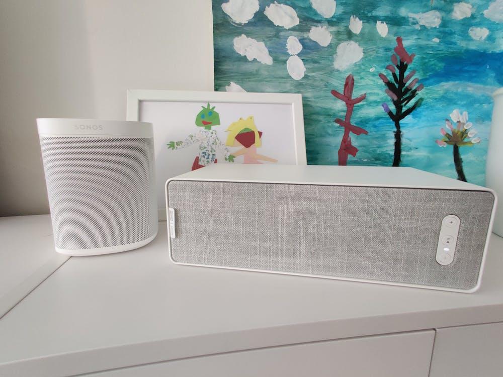 Ikea Symfonisk neben dem Sonos One. (Foto: t3n)