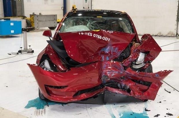 Tesla Model 3 nach dem Frontal-Crashtest