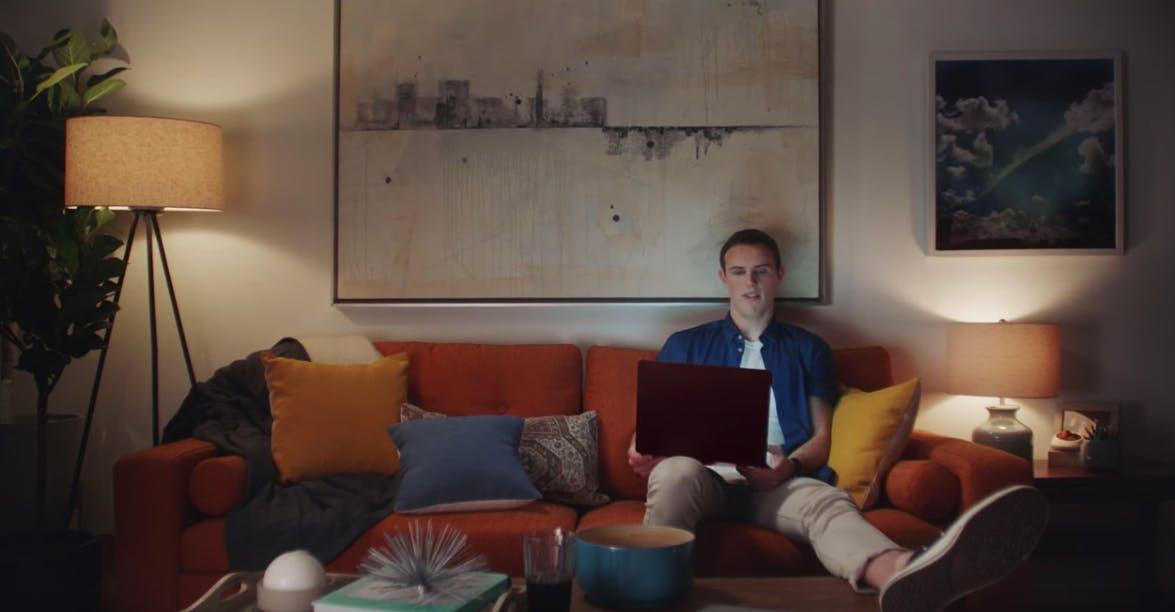 Mac Book macht jetzt Werbung für Microsofts Surface Laptop