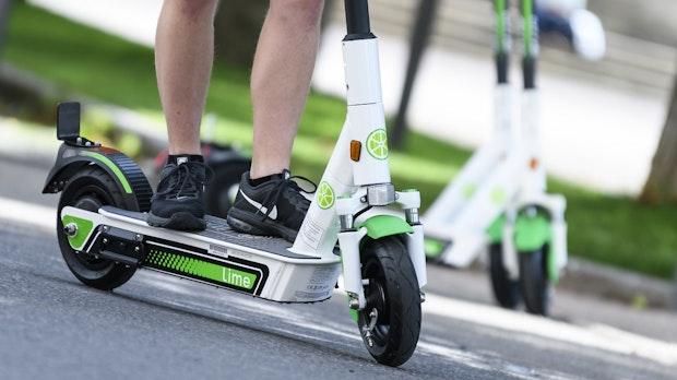 Alkohol im Spiel: 2.155 E-Scooter-Unfälle in Deutschland 2020