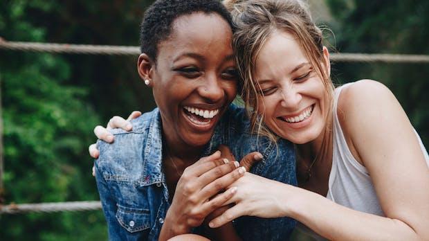 Freundschaften im Büro: Warum jeder von uns einen Office-BFF braucht