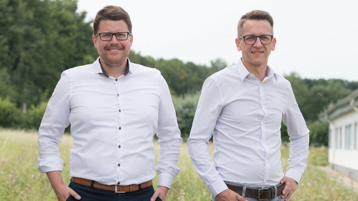 Christian Henning (r) und Thomas Herzog, Geschäftsführer der Pendix GmbH. (Foto: dpa)