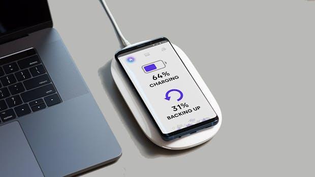 Daten sichern und Smartphone laden mit Western Digitals Qi-Lade-Festplatte für iPhones und Android-Smartphones