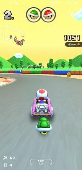 Im Rennen bei Mario Kart Tour.