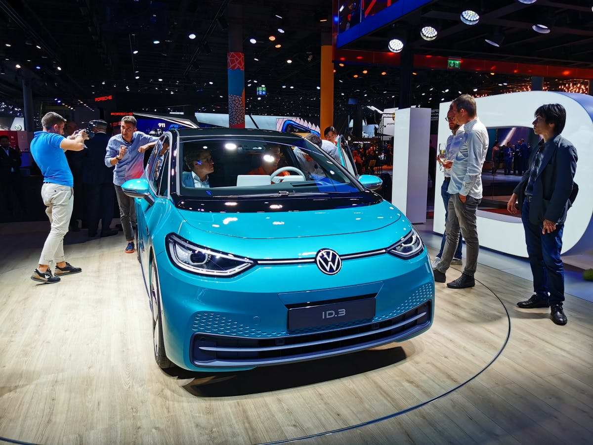 Erstes vollvernetztes E-Auto: VW setzt Mitarbeiter als Testfahrer ein