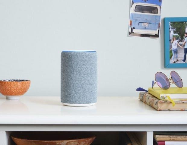 Alexa-Speaker Echo in blau