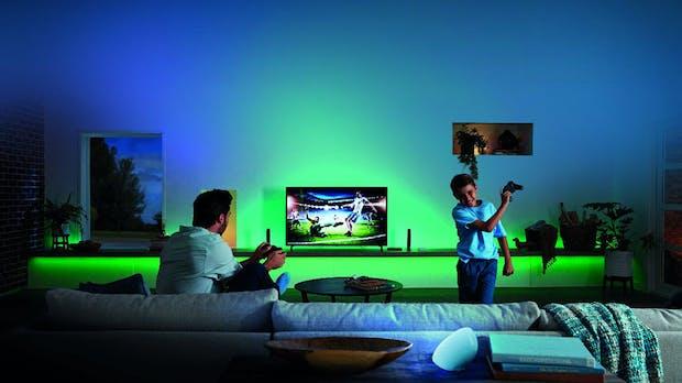 Philips Hue: Die HDMI-Sync-Box passt dein Wohnzimmerlicht dem Blockbuster an