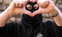 5 Dinge, die du diese Woche wissen musst: Hacker mit Sturmmaske packt aus – so funktionieren Bots bei Instagram