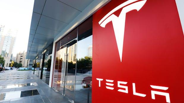 Tesla mehr als 100 Milliarden Dollar wert