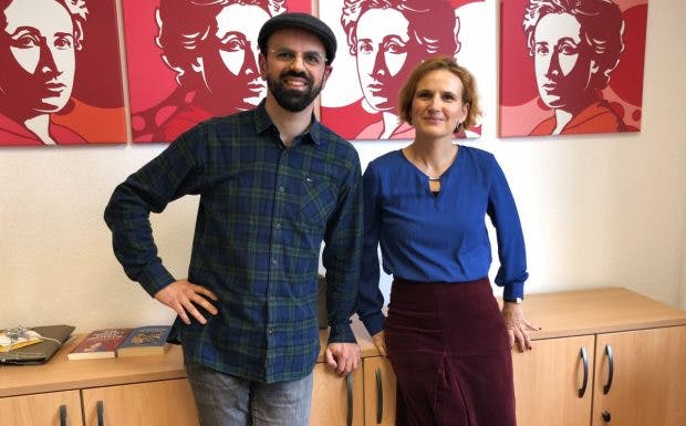 Print-Chefredakteur Luca Caracciolo im Gespräch mit der Co-Chefin deer Linkspartei Katja Kipping.(Foto: t3n)