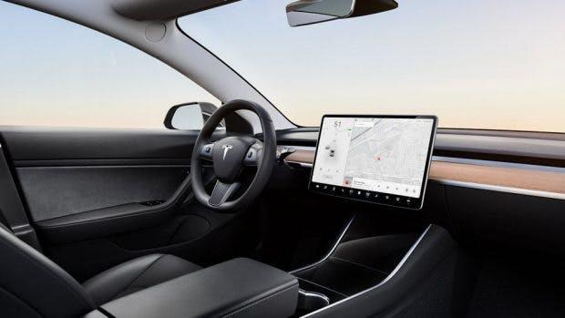 Das minimalistische Display des Model 3. (Foto: Tesla)