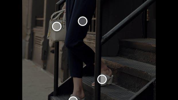 Ein Algorithmus erkennt Kleidungsstücke auf dem Bild und schlägt dann ähnliche bis identische Teile vor. (Screenshot: Amazon)