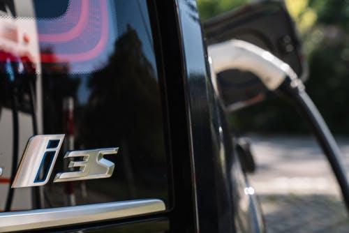 Immer mehr Ladesäulen für Elektroautos vorhanden