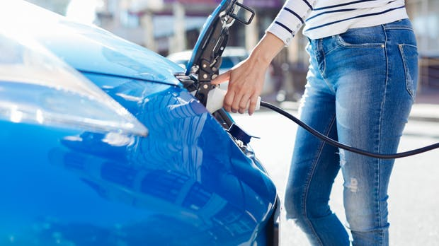 Nachfrage nach E-Autos steigt trotz Corona deutlich – Fokus auf Plug-in-Hybride