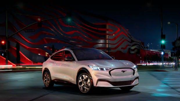 Ford Mustang Mach-E: Der E-SUV macht Teslas Model 3 Konkurrenz