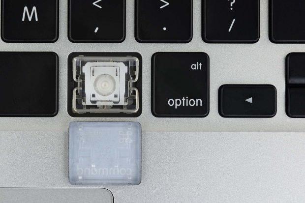 Prä-Butterfly: Das Keyboard des Macbook Pro 2015. (Foto: iFixit)