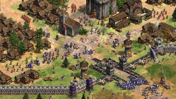 Screenshot einer großen Schlacht in Age of Empires II Remastered.