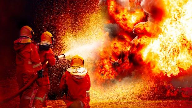 Anders, aber machbar: Feuerwehrverband sieht E-Auto-Brände nicht kritisch