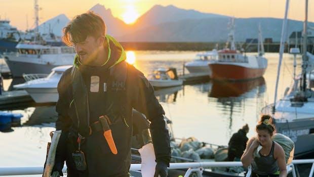 Matthias Böing sammelt Müll in Norwegen. (Foto: In The Same Boat)