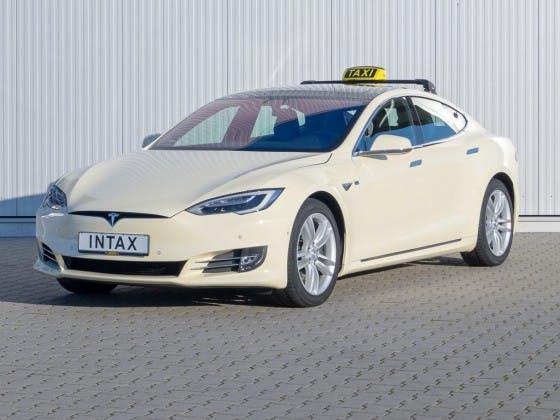 Die Tesla-Taxe kommt: Düsseldorfer Taxi-Unternehmer bestellt über 50 Elektro-Autos