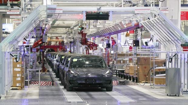 """1/3 weniger Wasserverbrauch: Tesla reagiert auf Kritik an """"Gigafactory"""" in Grünheide"""