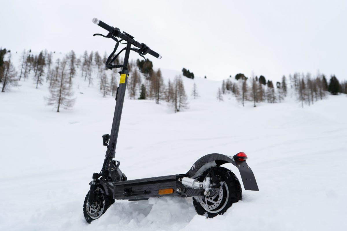 Exit Cross 2.0: Erster E-Scooter mit Blinkern und integriertem Bremslicht