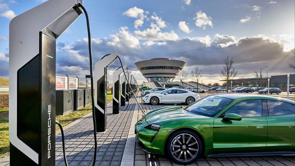 Porsche eröffnet Ladepark mit 7 Gigawatt Leistung in Leipzig