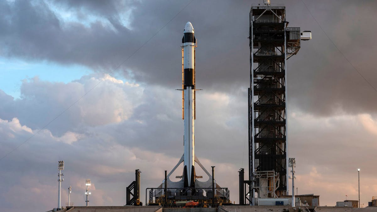 SpaceX will schon Ende 2021 die ersten Touristen ins All schießen