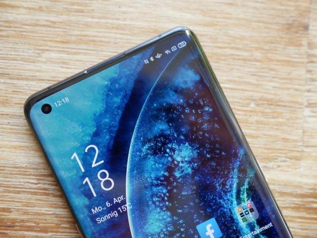 Das Oppo Find X2 Pro hat auf der Vorderseite eine 32-MP-Selfie-Kamera im Display. (Foto: t3n)