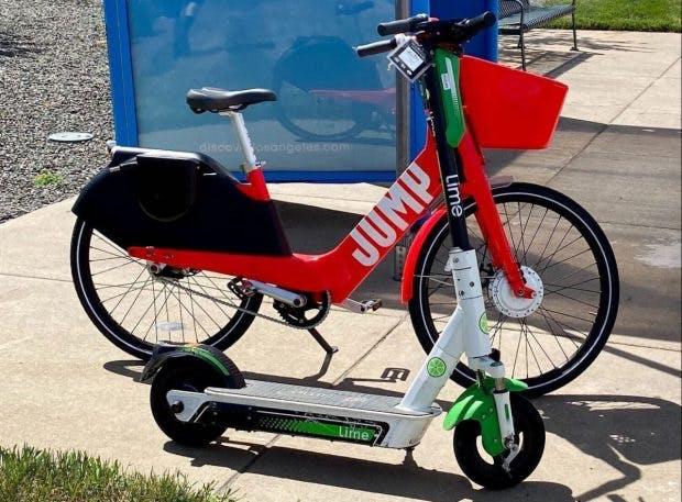 Lime vermietet in Denver (USA) schon wieder die knalligen Jump Bikes