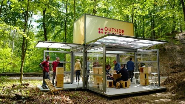 Outside Society bringt das Meeting in den Wald