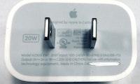 Samsung macht sich über Apple wegen des eingesparten Netzteils lustig