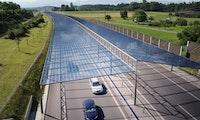 Viel Energie, aber hohe Kosten: Forscher wollen Solardächer über Autobahnen