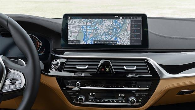 BMW OS 7 mit neuer Parkplatz-Übersicht. (Foto BMW)